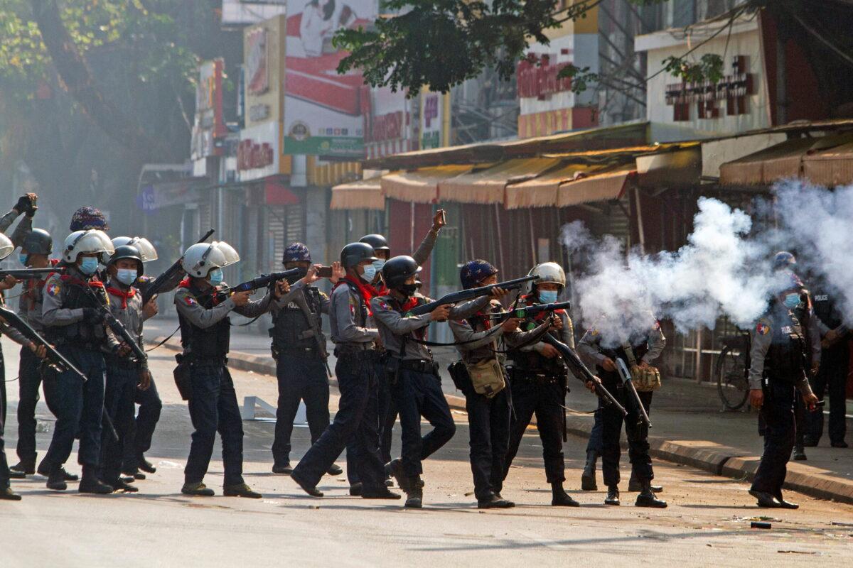 Burma riot police