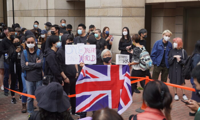 A crowd gathers outside of theWest Kowloon Magistrates' Courts, where 47 dissidents charged under the Beijing-imposed national security law were about to appear in court, in Hong Kong on Mar. 1, 2021. (Adrian Yu/Epoch Times HK)