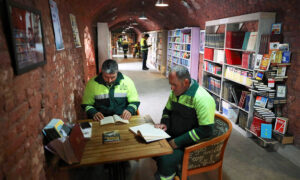 Garbage Collectors Rescue Discarded Books From the Trash, Create Library for the Public