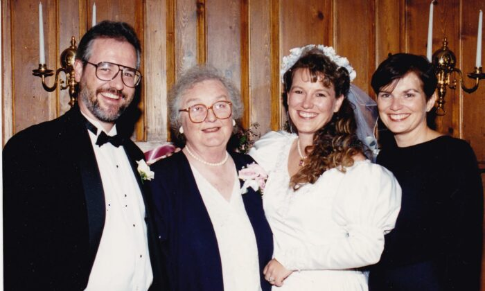 (From L to R) Scott Haseltine, his mother Jean, sister Heathe, and older sister Sandy at Heathe's wedding, about 25 years ago. (Courtesy of Scott Haseltine)