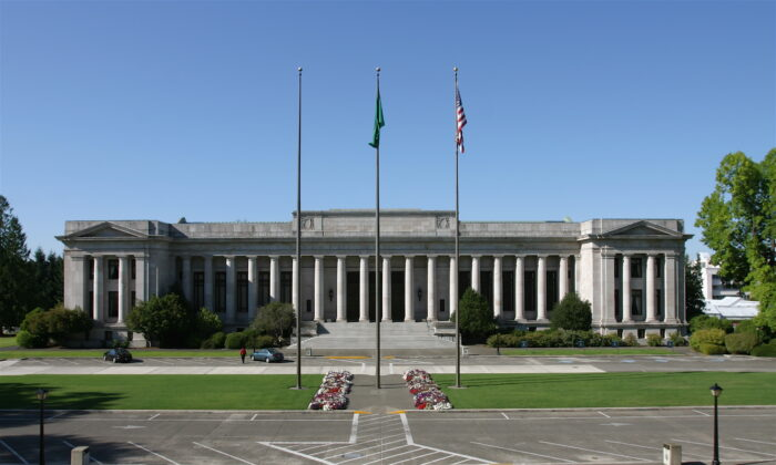 The Temple of Justice, where the Washington State Supreme Court meets, in Olympia, Wash., on Aug. 13, 2006. (Cacophony via Wikipedia/CC BY-SA 3.0)