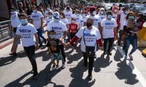 Migrants Photographed Wearing 'Biden, Please Let Us In' T-Shirts at US-Mexico Border