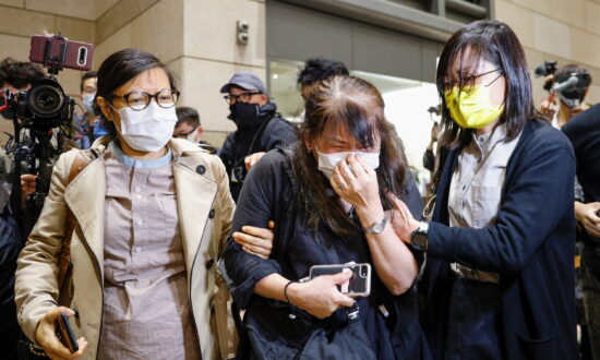Hundreds of Hong Kong Civil Servants May Lose Jobs for Refusing to Pledge Allegiance to CCP