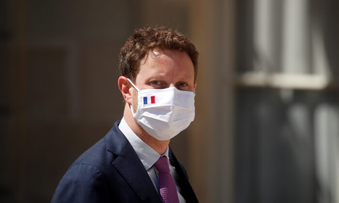 France's Europe minister, Clement Beaune, wearing a protective face mask, leaves following a weekly Cabinet meeting at the Elysee Palace in Paris, France, on July 29, 2020. (Benoit Tessier/Reuters)