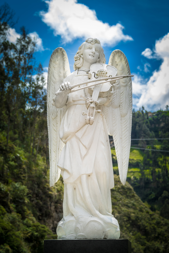 Statue,Of,An,Angel,Playing,A,Musical,Instrument,-,Violin