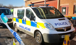 2 Teens Threw Mud at Police Van on the Move, so Cops Make Them 'Clean Up Their Act' With Toothbrushes