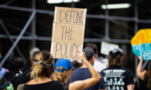 Black Lives Matter Protesters Block Traffic on Brooklyn Bridge, Clash With Police