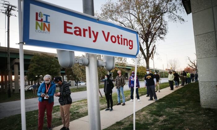 Voters wait in line to cast their ballots on the final day of early voting for the 2020 presidential election in Cedar Rapids, Iowa, on on Nov. 2, 2020. (Mario Tama/Getty Images)