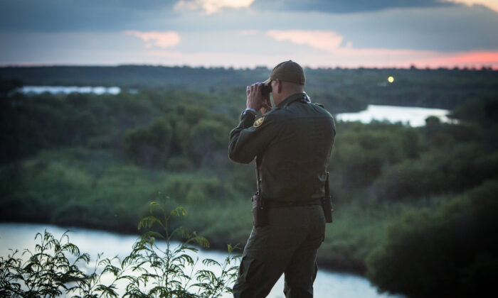 A Border Patrol agent watches for people crossing the Rio Grande illegally from Mexico into the Texas city of Roma on May 31, 2017. (Benjamin Chasteen/The Epoch Times)