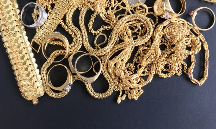 Look for broken or unwearable gold jewelry to trade in for cash. (SutidaS/Shutterstock)