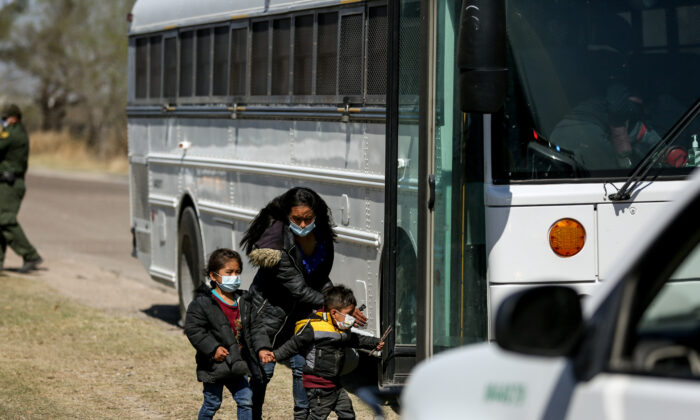 Border Patrol agents apprehend a busload of illegal immigrants in Penitas, Texas, on March 10. 2021. (Charlotte Cuthbertson/The Epoch Times)