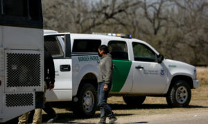 White House Won't Tell Officials How Many Illegal Immigrants Entering Texas Have COVID-19: Gov. Abbott