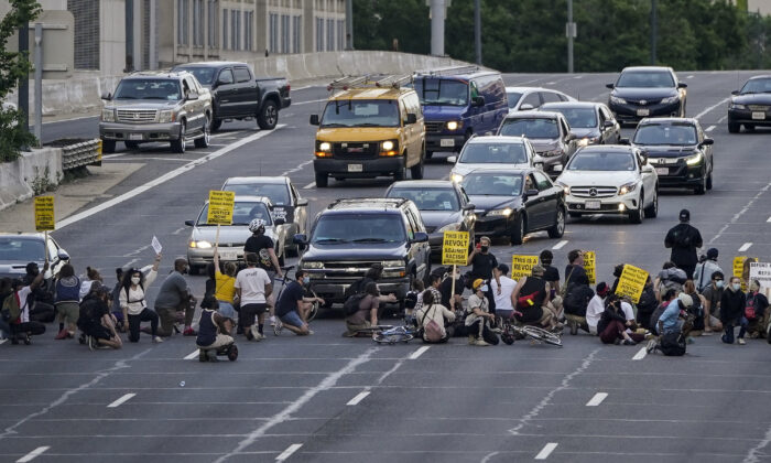 Protesters block traffic on Interstate 395 as protesters march from Lafayette Park in Washington, D.C., on June 15, 2020.  (Drew Angerer/Getty Images)