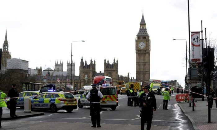 Police secure the area on the south side of Westminster Bridge close to the Houses of Parliament in London on March 22, 2017 following a terrorist assault. (The Canadian Press/AP, Matt Dunham)