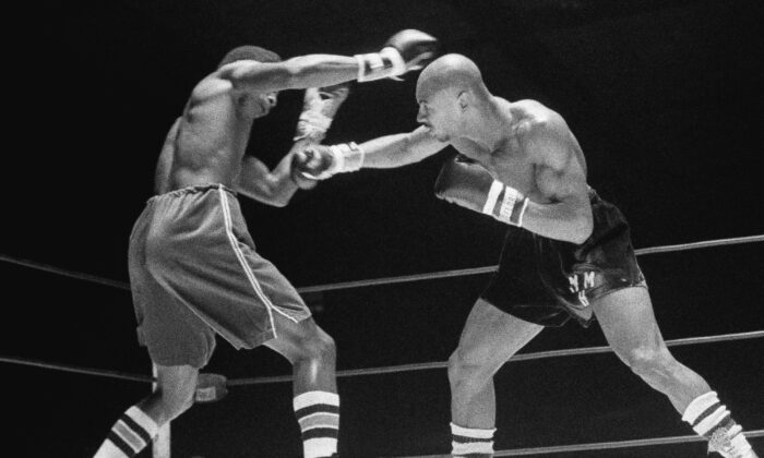 Marvin Hagler, right, throws a right at Sugar Ray Seales during a boxing bout in Seattle, which ended in a draw, on Nov. 1974. (Barry Sweet/AP Photo, File)