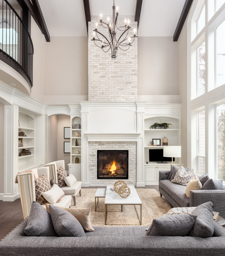 Beautiful,Living,Room,Interior,With,Hardwood,Floors,And,Fireplace,In