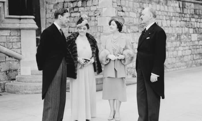 King George VI (L) and  Queen Elizabeth (2nd R, future Queen Mother) meet French President Albert Lebrun and his wife Marguerite Nivoit at the Windsor Castle, England, on March 23, 1939. A republic can be parliamentary with monarch or weak president, or congressional with strong president. (AFP via Getty Images)