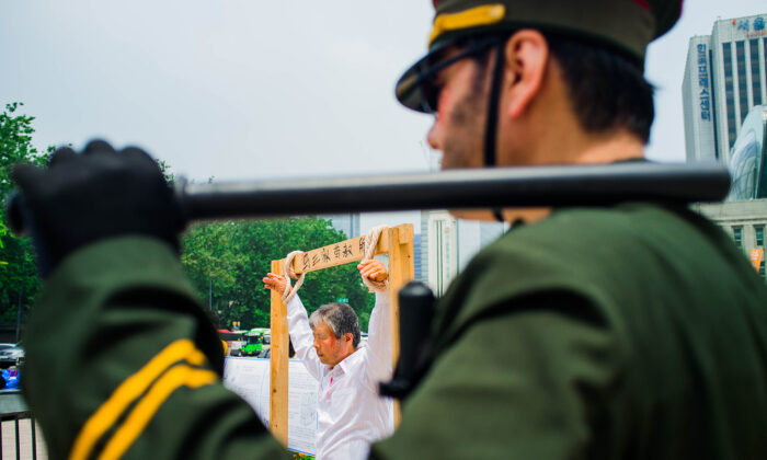 Protestors recreate human rights abuses taking place in Chinese prisons in this undated photo. (Jarrod Hall/The Epoch Times)
