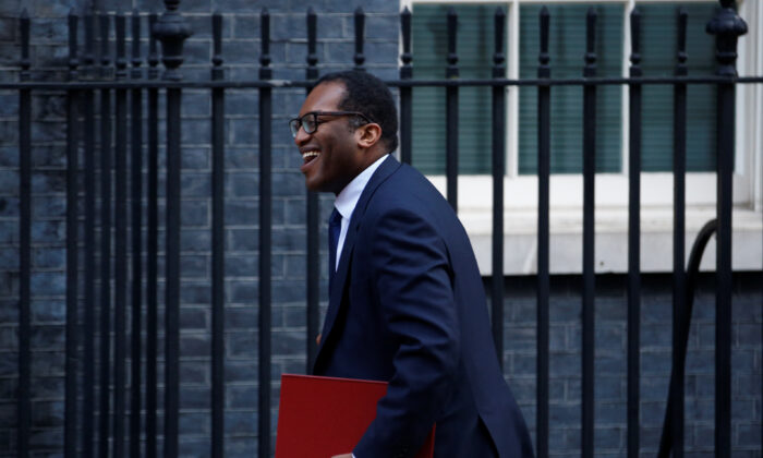 Britain's Secretary of State for Business, Energy, and Industrial Strategy Kwasi Kwarteng is seen outside 10 Downing Street London, Britain, on Jan. 21, 2020. (Henry Nicholls/Reuters)