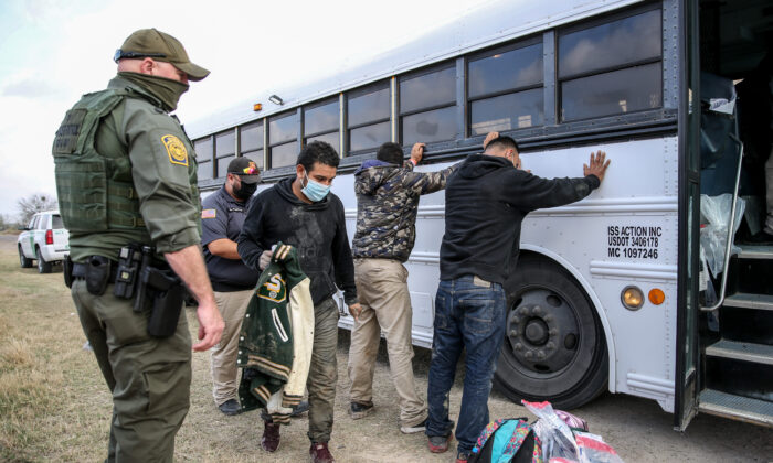 Border Patrol agents apprehend about two dozen illegal immigrants in Penitas, Texas, on March 11. 2021. (Charlotte Cuthbertson/The Epoch Times)