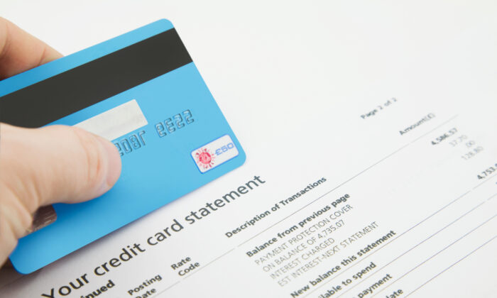 "When you pay your credit card balance in full during the ""grace period,"" you don't have to pay any interest. (jason cox/Shutterstock)"