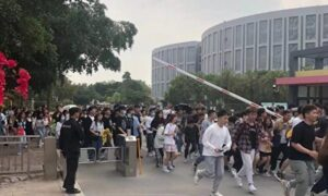 Angry College Students Break Free From Prolonged COVID-19 Lockdown in China