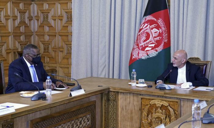 U.S. Defense Secretary Lloyd Austin (L) meets Afgan President Ashraf Ghani at the presidential palace in Kabul, Afghanistan, on March 21, 2021. (Presidential Palace via AP)