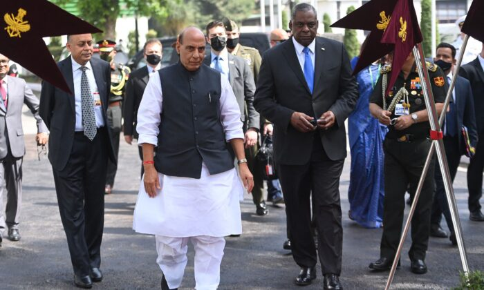U.S. Defense Secretary Lloyd Austin (Front R) speaks with Indian Defense Minister Rajnath Singh before the guard of honor in New Delhi on March 20, 2021. (Money Sharma/AFP via Getty Images)