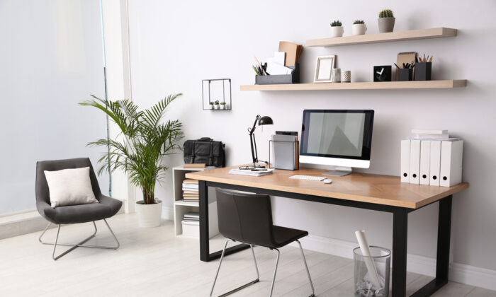 "Give your home office a ""space-lift"" and you'll feel the difference immediately. (New Africa/Shutterstock)"