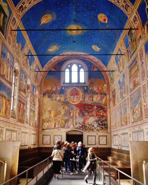 Padova_Cappella_degli_Scrovegni_Innen_Langhaus_West_