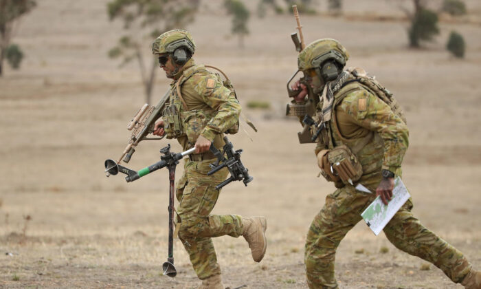 Australian Army soldiers run during Exercise Chong Ju at the Puckapunyal Military Area on May 9, 2019 in Seymour, Australia. (Scott Barbour/Getty Images)