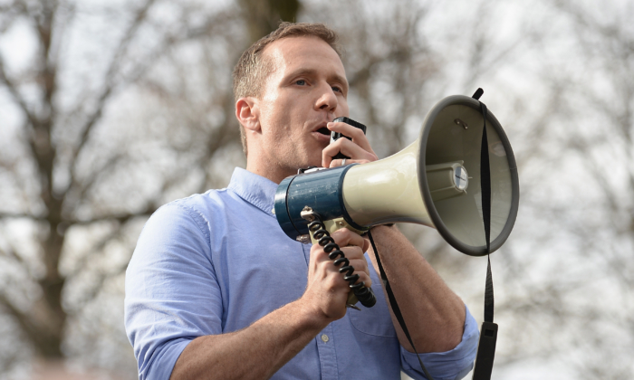 Missouri Governor Eric Greitens addresses the crowd at Chesed Shel Emeth Cemetery in University City, Missouri, on Feb. 22, 2017. (Michael Thomas/ Getty Images)
