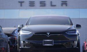 Senators Ask FTC to Probe Tesla's Self-Driving Claims Following Crashes