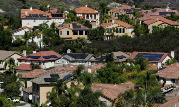 Multiple homes with solar panels in Scripps Ranch, San Diego, Calif., on Oct. 5, 2016. (Mike Blake/Reuters)