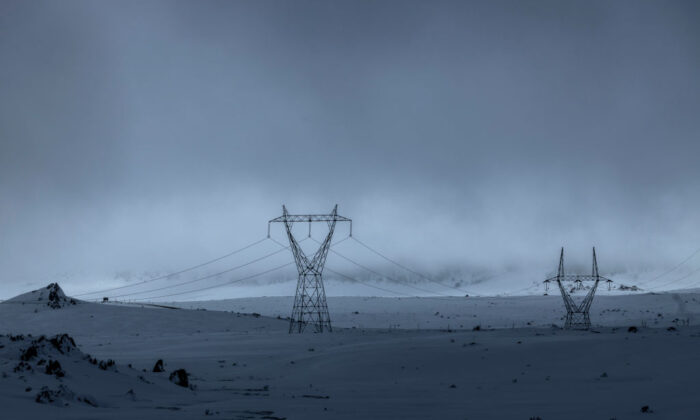 Power lines connected to the Snowy hydro electric scheme are seen running through Kosciuszko National Park as record snowfall impacts the region on August 23, 2020 in Kosciuszko National Park, Australia.  (Brook Mitchell/Getty Images)