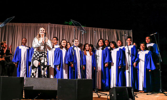Singer-songwriter JoJo and the Venice High School choir perform on stage at the communities in schools of Los Angeles annual gala on May 24, 2016 in Los Angeles, California.  (Rich Polk/Getty Images for Communities in Schools of Los Angeles )