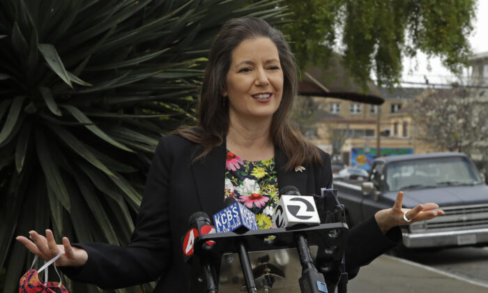 File photo showing Oakland Mayor Libby Schaaf speaking at a news conference in Oakland, Calif., on April 10, 2020. (AP Photo/Ben Margot)