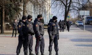 Belarus Police Detain Over 100, Including Opposition Media Editors