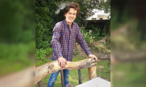 Talented Woodworker Makes Rustic Bed From Driftwood Fallen in Stream–and the Result Is Amazing