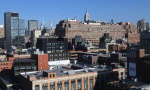 Manhattan Real Estate Market Picks Up as Discounts Lure Buyers
