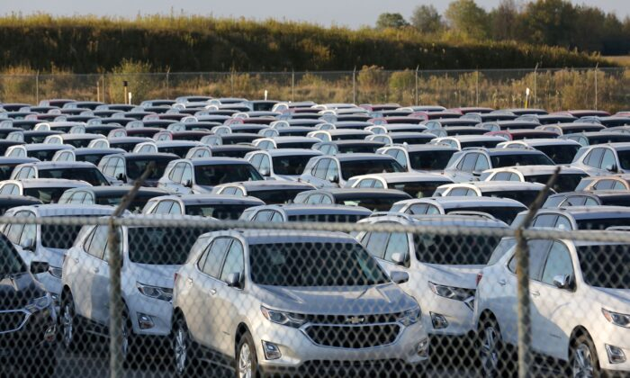 Chevrolet Equinox SUVs are parked awaiting shipment next to the General Motors Co (GM) CAMI assembly plant in Ingersoll, Ontario, Canada on October 13, 2017. (Chris Helgren/Reuters File Photo)