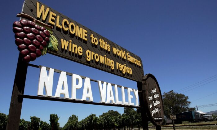 A sign welcomes visitors to the Napa Valley in Rutherford, Calif., on July 12, 2006. (Justin Sullivan/Getty Images)
