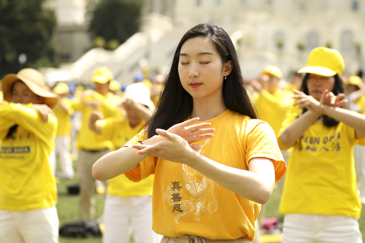 Beijing Targets Falun Gong Refugees in US, Tracking Their Whereabouts