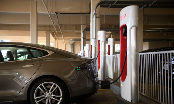 A Tesla Inc. electric vehicle charges at a supercharger station in Redondo Beach, California, on Jan. 4, 2021. (Patrick T. Fallon/AFP via Getty Images)
