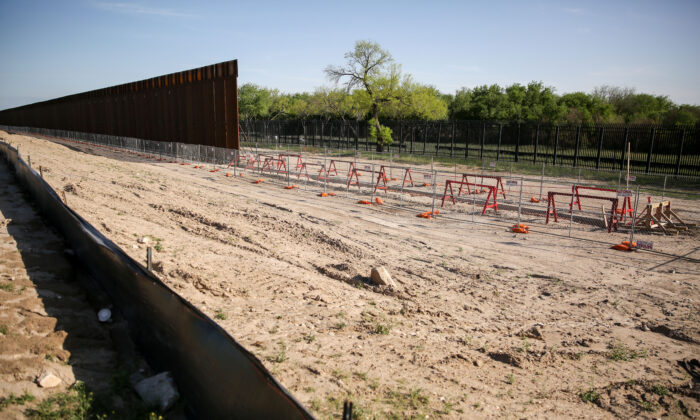 Unfinished border fence at Del Rio, Texas, on March 31, 2021. (Charlotte Cuthbertson/The Epoch Times)