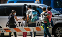 Experts Warn of Illegal Immigrants 'Renting' Kids to Cross Border