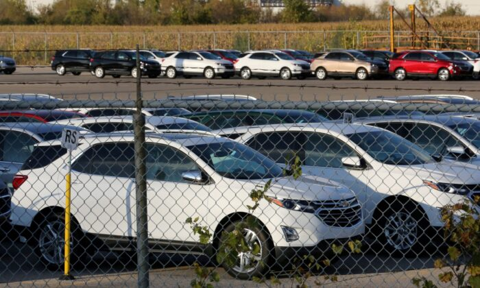Chevrolet Equinox SUVs are parked awaiting shipment near the General Motors Co (GM) CAMI assembly plant in Ingersoll, Ontario, Canada, on Oct. 13, 2017. (Chris Helgren/Reuters)