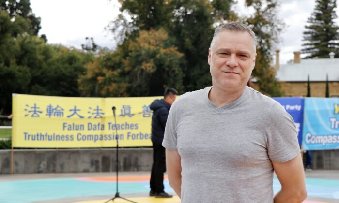 Bendigo Councillor Vaughan Williams attends the Falun Dafa rally in Bendigo, Victoria, on April 10, 2021. (The Epoch Times)