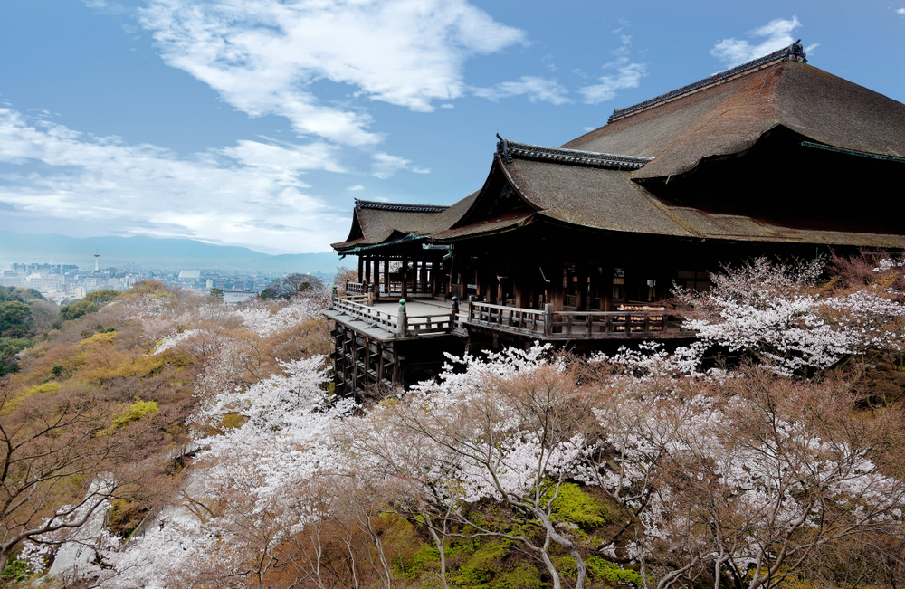 Spring,Scenery,Of,The,Main,Hall,Of,Majestic,Kiyomizu-dera,Temple