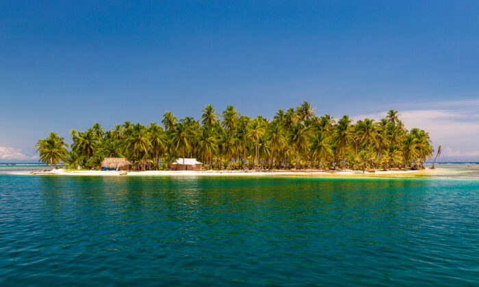 A small tropical island in the San Blas, Panama. (Daniel Lange/ Shutterstock)